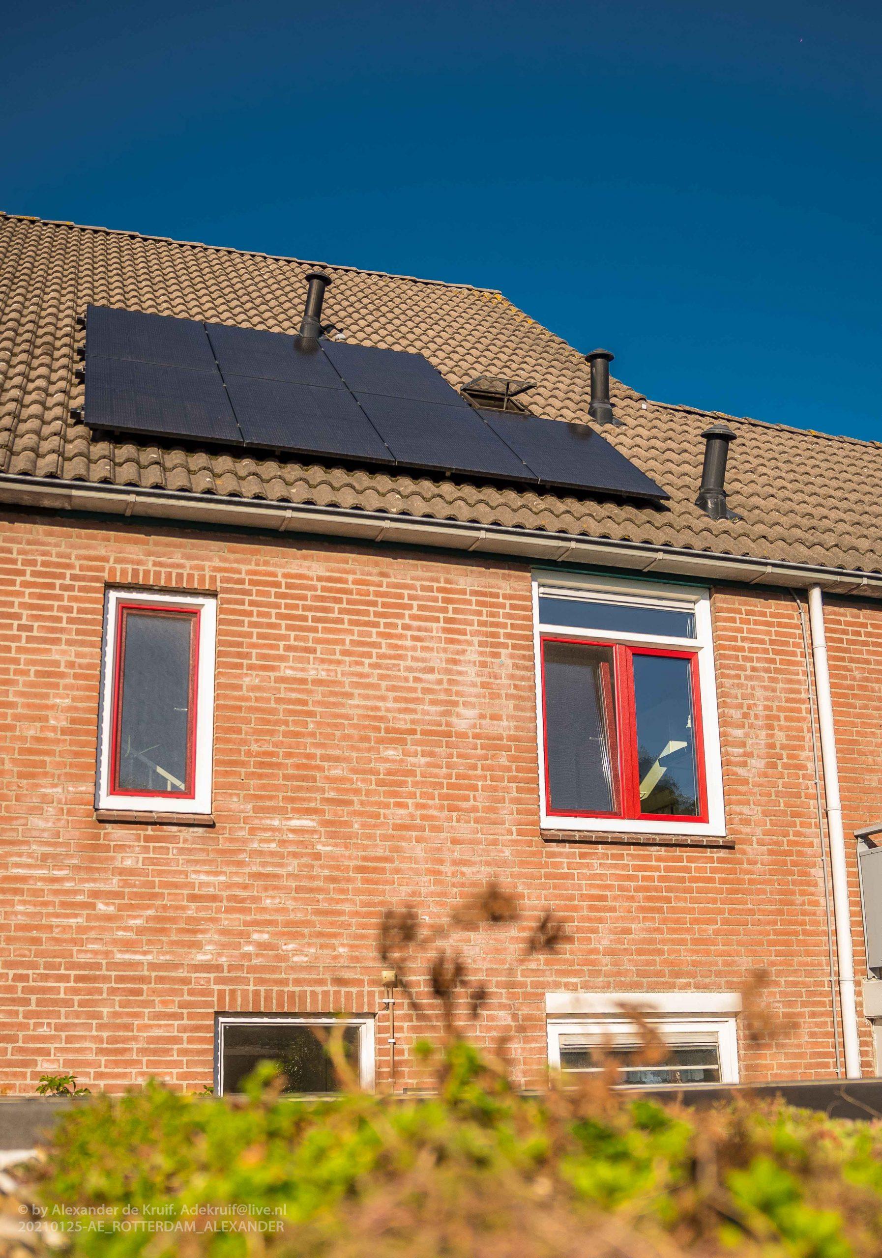 zonnepanelen, groen sedumdak en tripple HR+++ glas, kunststof kozijn Hollands profiel